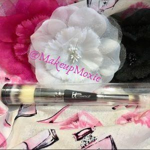 🌟NEW! IT Cosmetics Heavenly Luxe #7 Brush